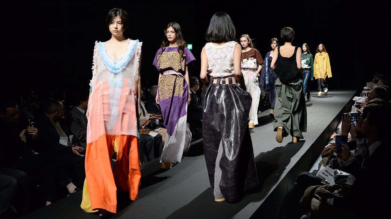 東京すみだの特産品『ピッグスキン』でファッションショー