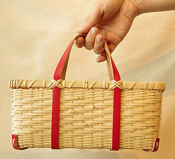「竹のミニバッグでお昼にぷらっと」