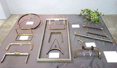 昭和40~50年代の口金。この頃から量産体制が出来はじめ、鉄素材でシンプルな傾向に変わった