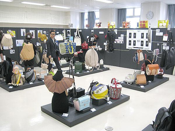 文化祭で課題ごとに学生作品を展示/文化服装学院バッグデザイン科