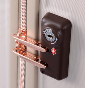 TSAロック搭載。アメリカ旅行で鍵をかけたまま荷物を預けることができる
