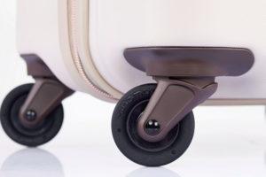走行安定性に優れた50mmオイル封入キャスターを装備。なめらかで快適な走行ができる
