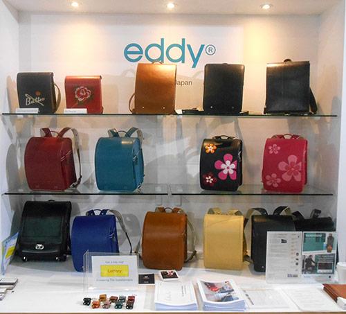 (株)村瀬鞄⾏ ユニークな柄のランドセル、またビジネス仕様のランドセルを中⼼に展⽰。アメリカのバイヤーを中⼼に引き合いあり ●www.murasekabanko.co.jp