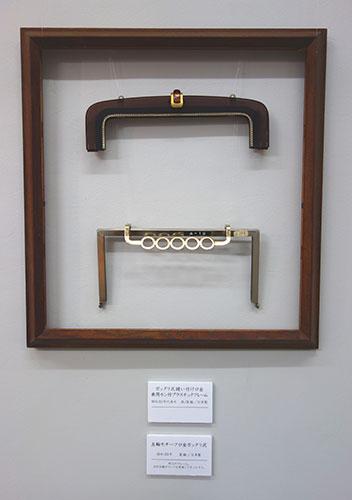 下の口金は昭和39年の東京オリンピックの時に、五輪マークをモチーフに作られた真鍮製のもの