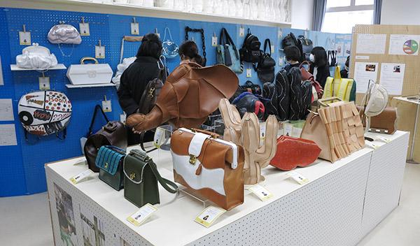 文化祭で学生作品やカリキュラム内容を展示/文化服装学院バッグデザイン科